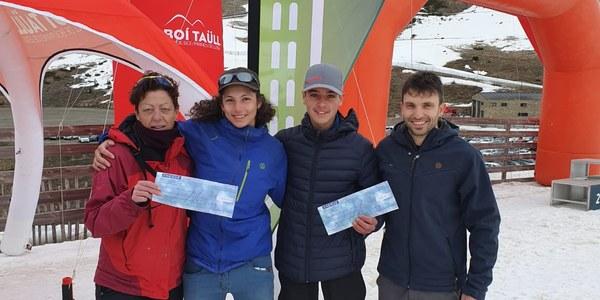 L'Ajuntament de la Vall de Boí amb els joves esportistes de la vall